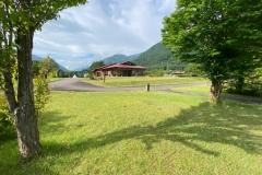 岐阜県:ひらせ温泉キャンプサイト世界遺産白川郷まで車で約15分のところにあるキャンプ場 雄大な自然に囲まれならが、家族・カップルでバーベキューもよし! 次の日は世界遺産を堪能することもできます!